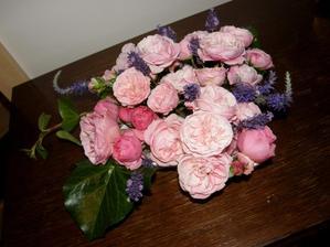 Při tom dešti trocha radosti doma ...dělala jsem kytičku na stůl
