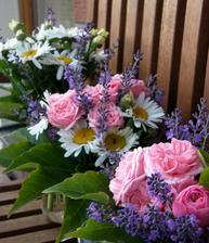 Krásný den a  třikrát velký dík pro naše paní učitelky :-)  a hurá na prázdniny..........