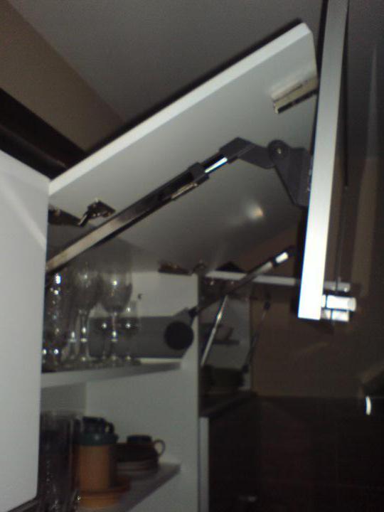 Rd - 1. lomená, vzdadu horní skřínka je výklop s písty