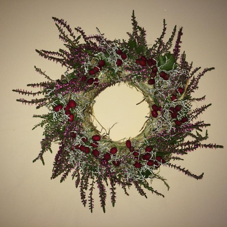 Dekorace z květin Pro radost - podzimní pro kamarádku z vřesu, drátovce a hložinek