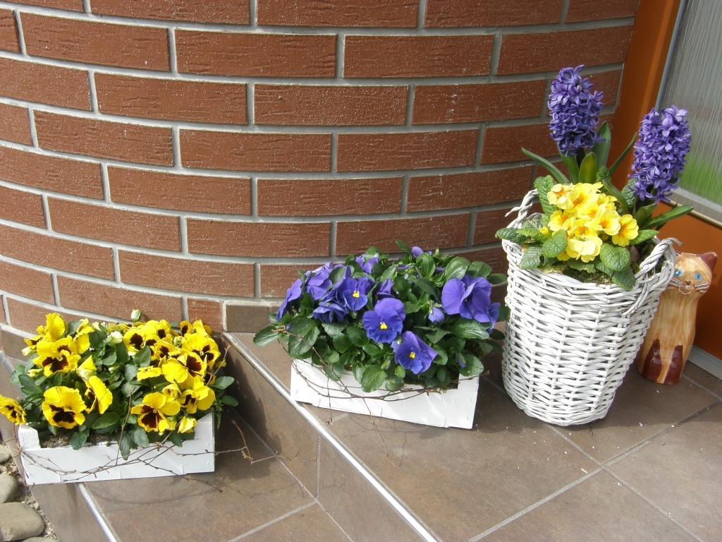 Dekorace z květin Pro radost - jaro přede dveřmi 2015