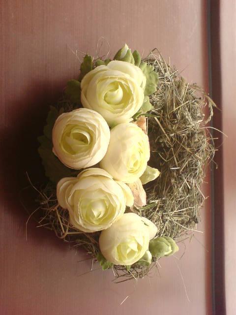 Dekorace z květin Pro radost - tohle je jeden z prvních jarních věnců na dveře našeho domu r.2011 z alba Rd