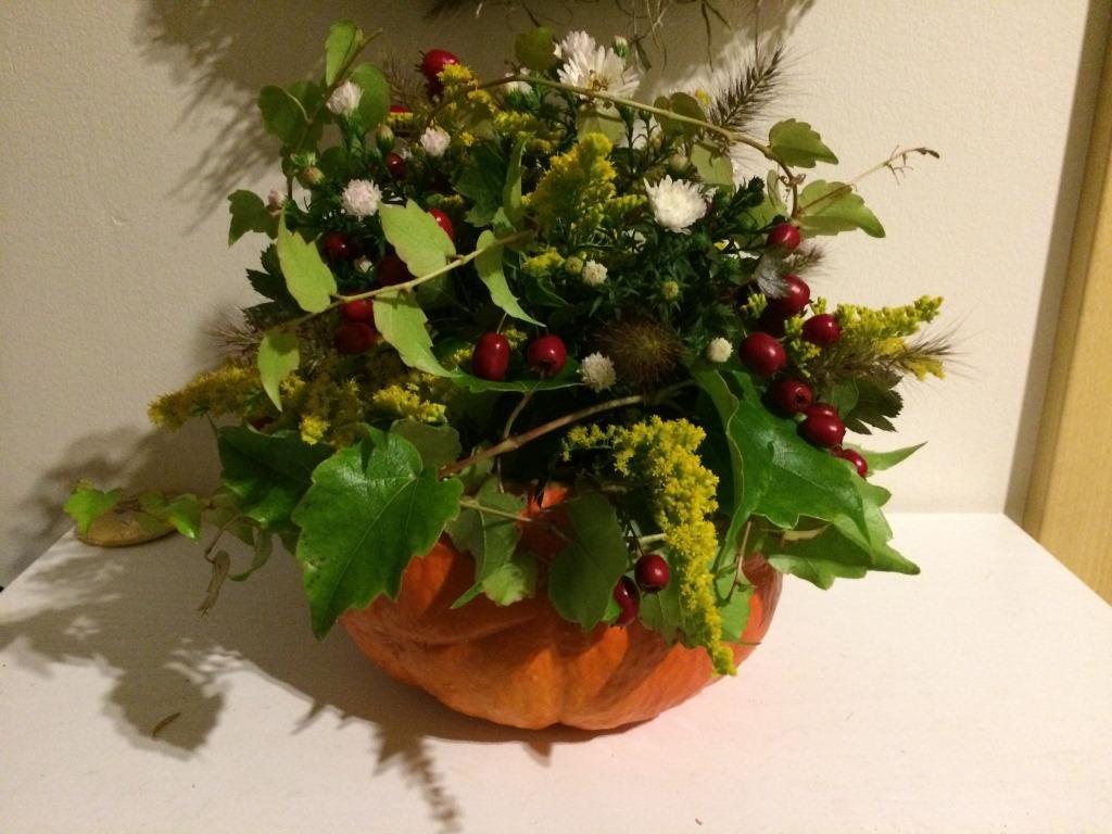 Dekorace z květin Pro radost - jedna přebytečná dýně hokaidó