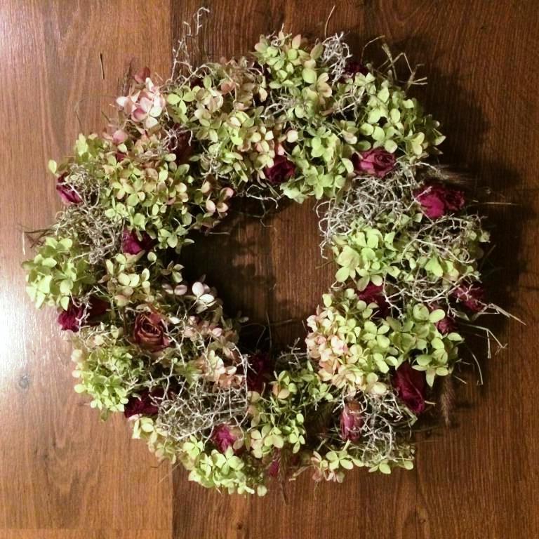 Dekorace z květin Pro radost - drátovec, dochan, sušená hortenzie latnatá a sušené růžičky