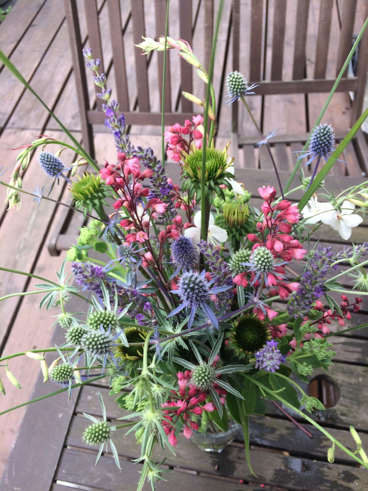 Dekorace z květin Pro radost - hokus pokus.... echinacea, heuchera, gaura, levandule, eryngium, sedum a miscantus
