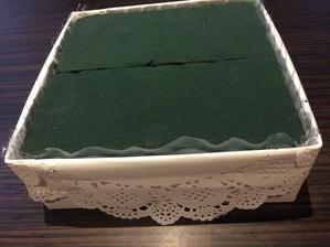 květinová krabička ..... nejstarší jde na střední, tak to chce letos na konec školy pro  paní učitelku něco většího