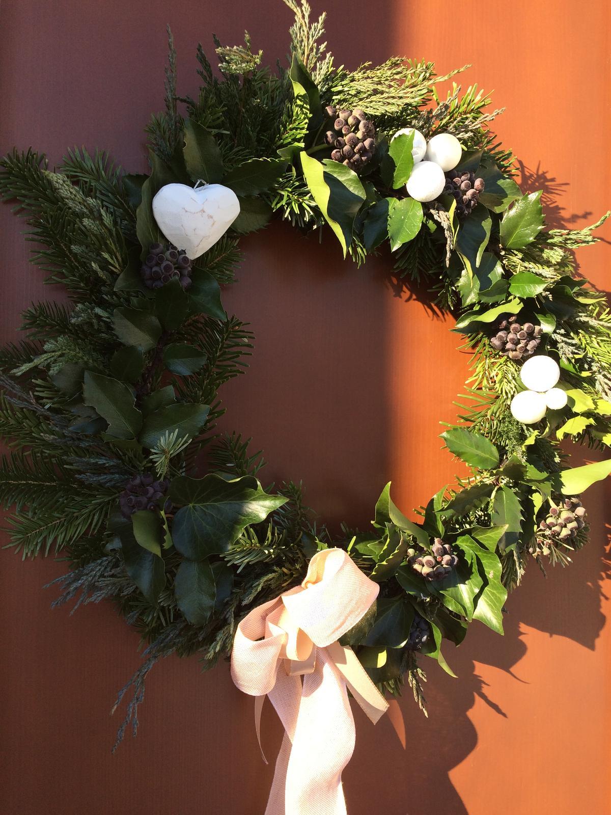 Dekorace z květin Pro radost - vlastně už loňský výtvor .... ještě chvilku bude viset