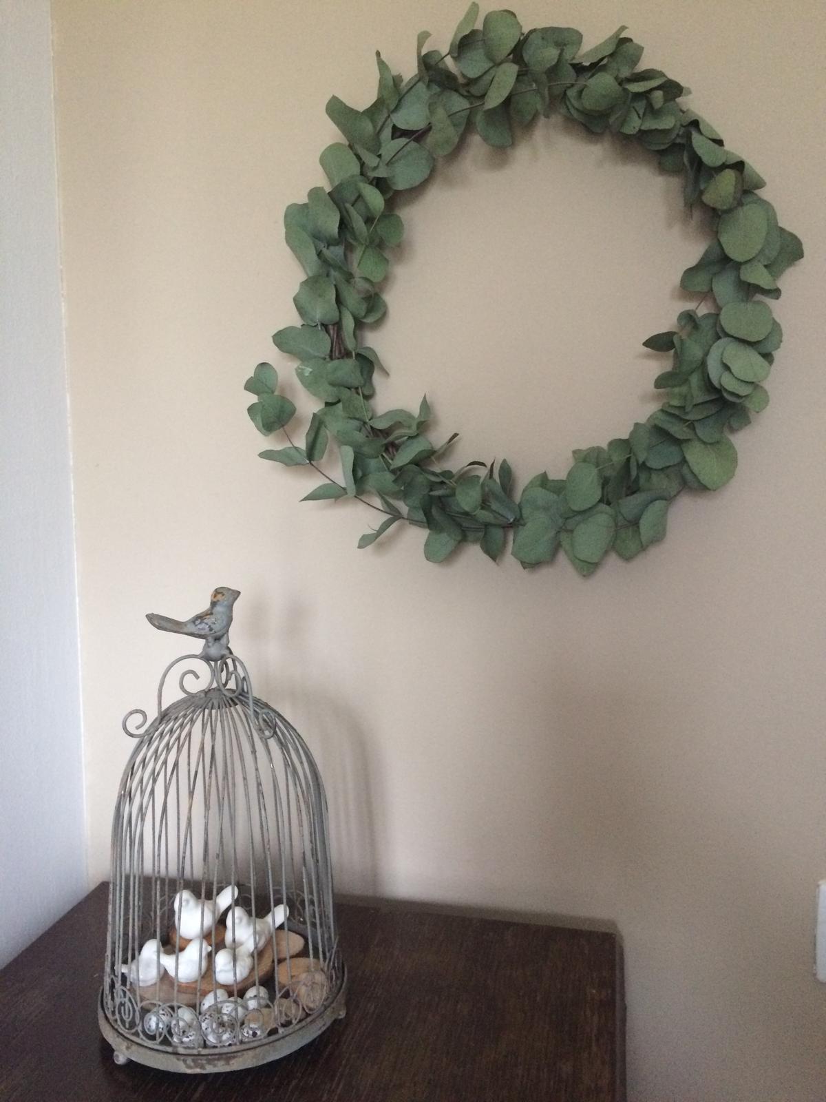 Dekorace z květin Pro radost - se nám zrodila ptačí rodinka