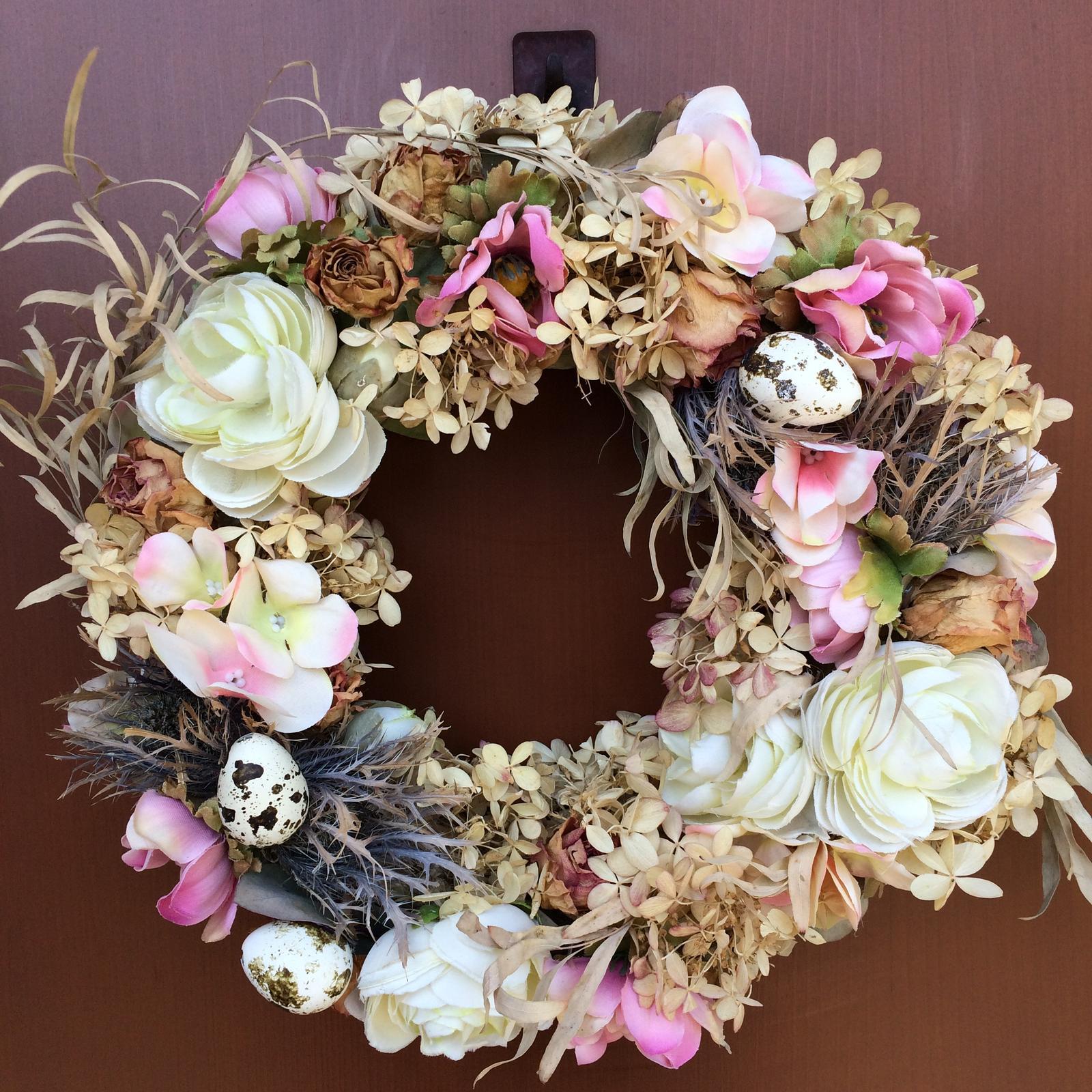 Dekorace z květin Pro radost - a na dveřích než něco vykutím