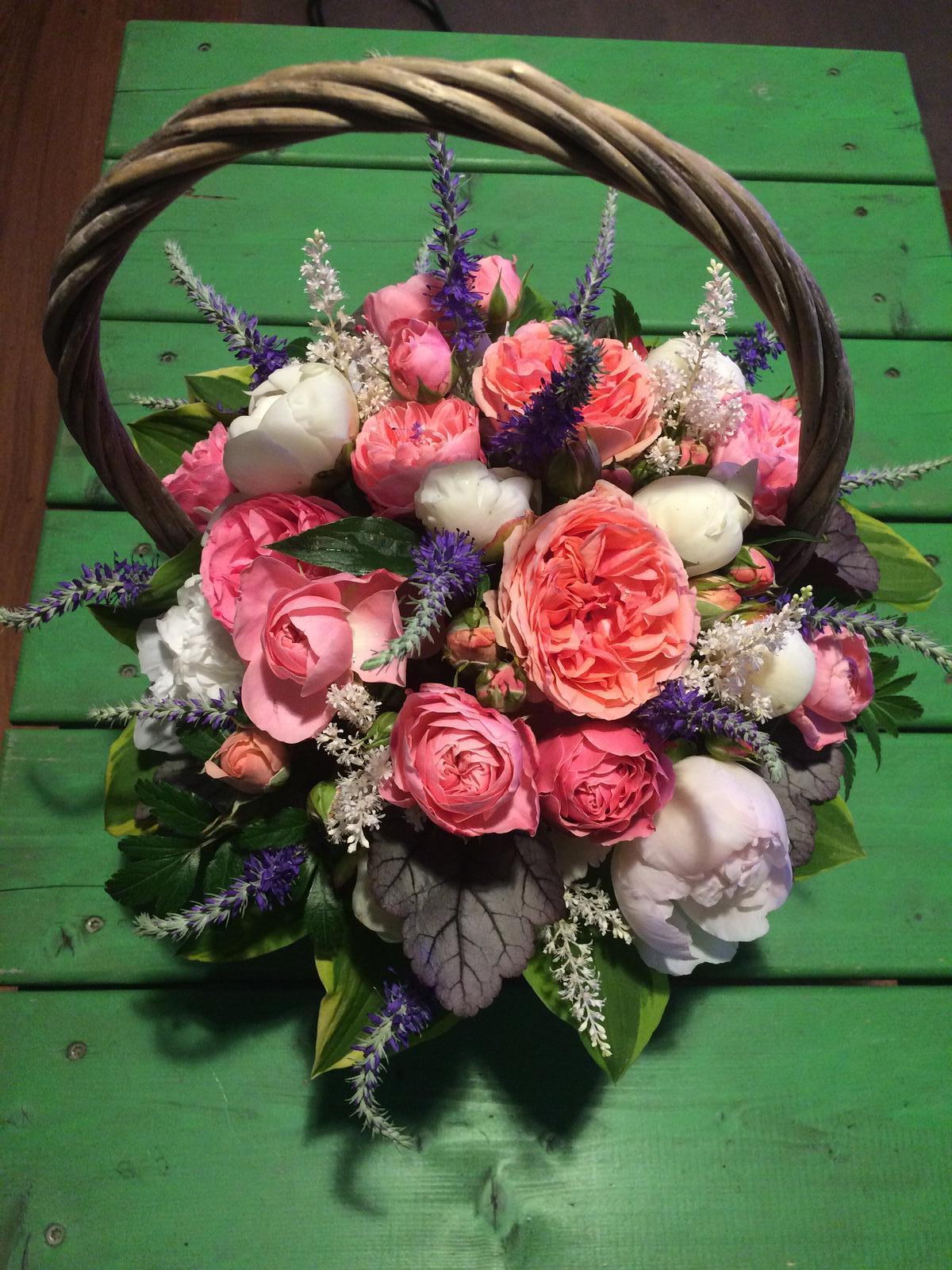 Dekorace z květin Pro radost - co zahrada dala a déšť nezničil