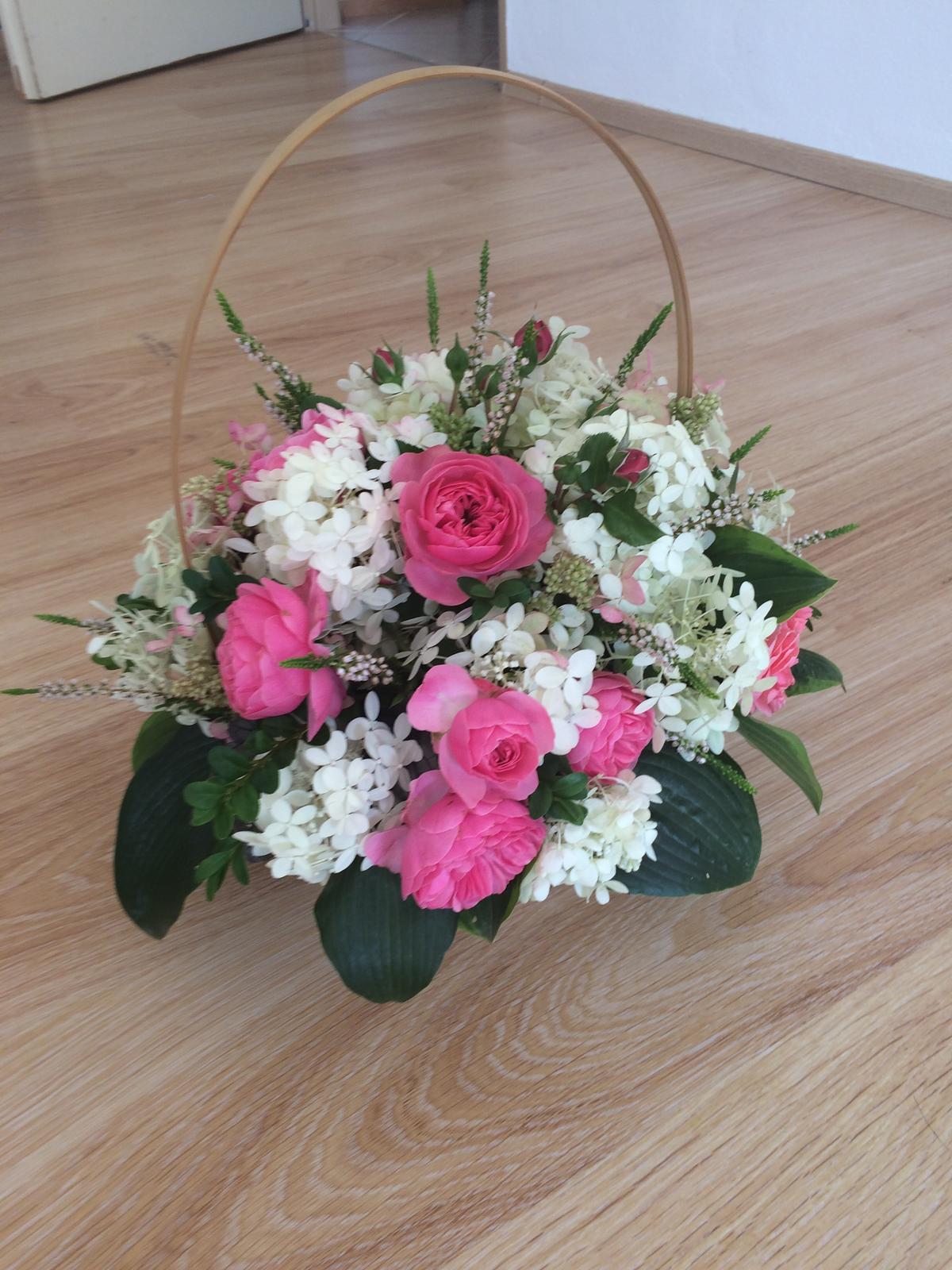 Dekorace z květin Pro radost - Když jedete daleko blahopřát novomanželům