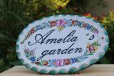 Aj chata, záhrada alebo záhradný domček môže mať svoje meno. Je len na Vás, ako si spríjemníte svoje kráľovstvo. Veď všade dobre, doma najlepšie smile – emotikon:-)