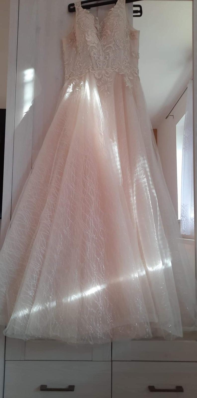 princeznovske svadobné šaty - Obrázok č. 2