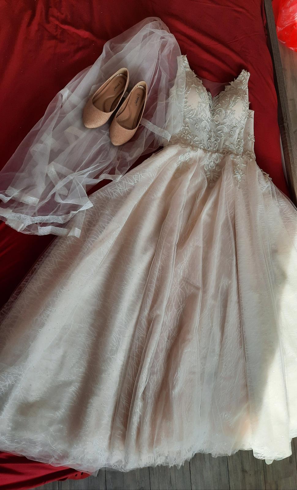 princeznovske svadobné šaty - Obrázok č. 1