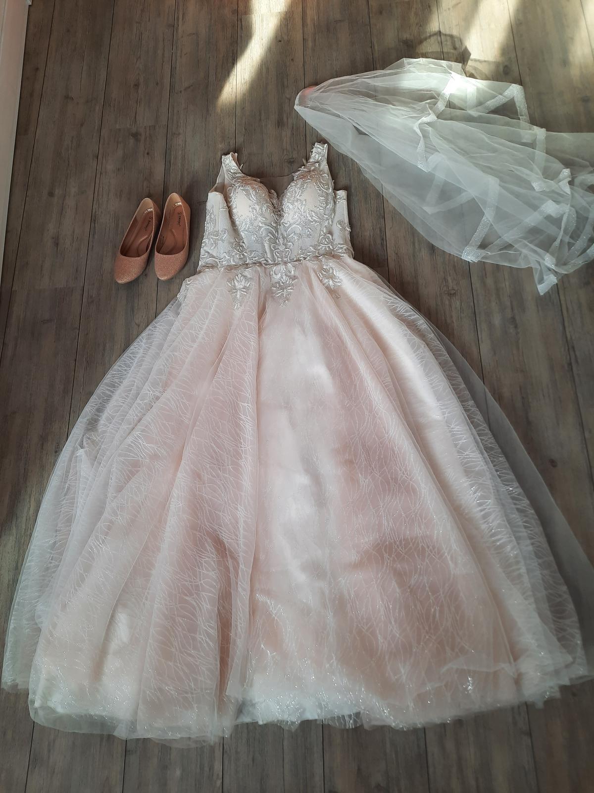 princeznovske svadobné šaty - Obrázok č. 3