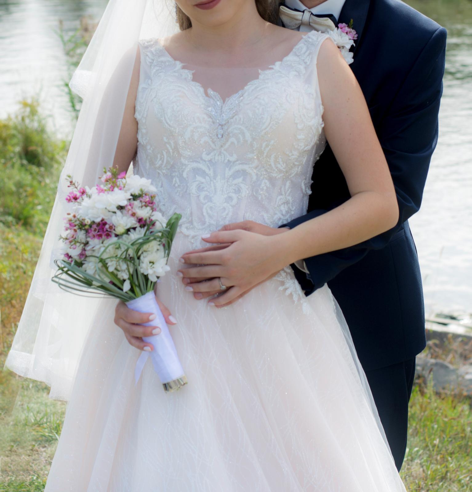 princeznovske svadobné šaty - Obrázok č. 4
