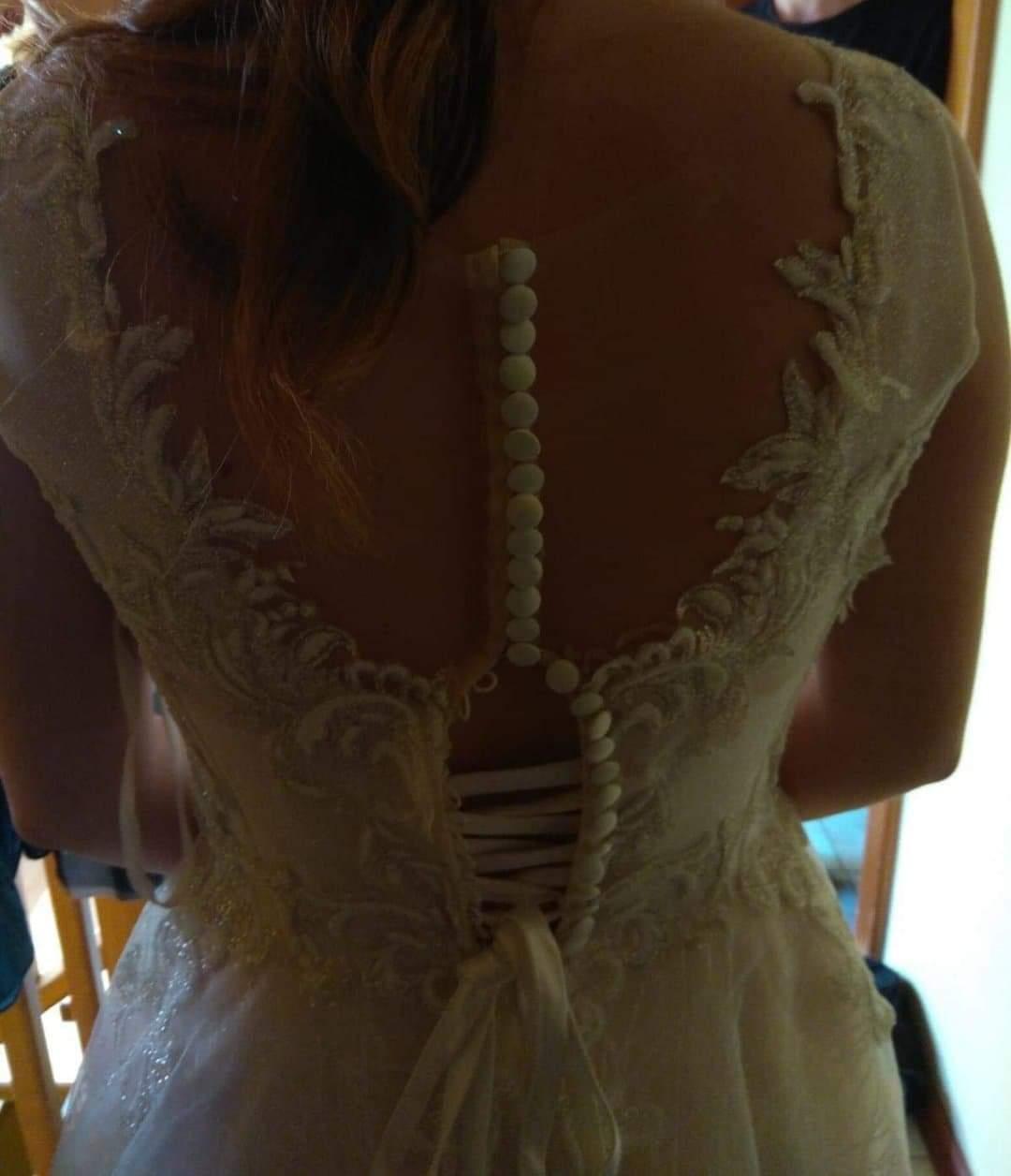 Ahojte dievčatá. V januari som si kupila svaodbne šaty, avšak otehotnela som a v septembri mame svadbu. Myslíte ze sa s tymto da este niečo robiť? 🤔 😥 - Obrázok č. 1