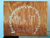 Dřevěná cedula - písmena novomanželů,