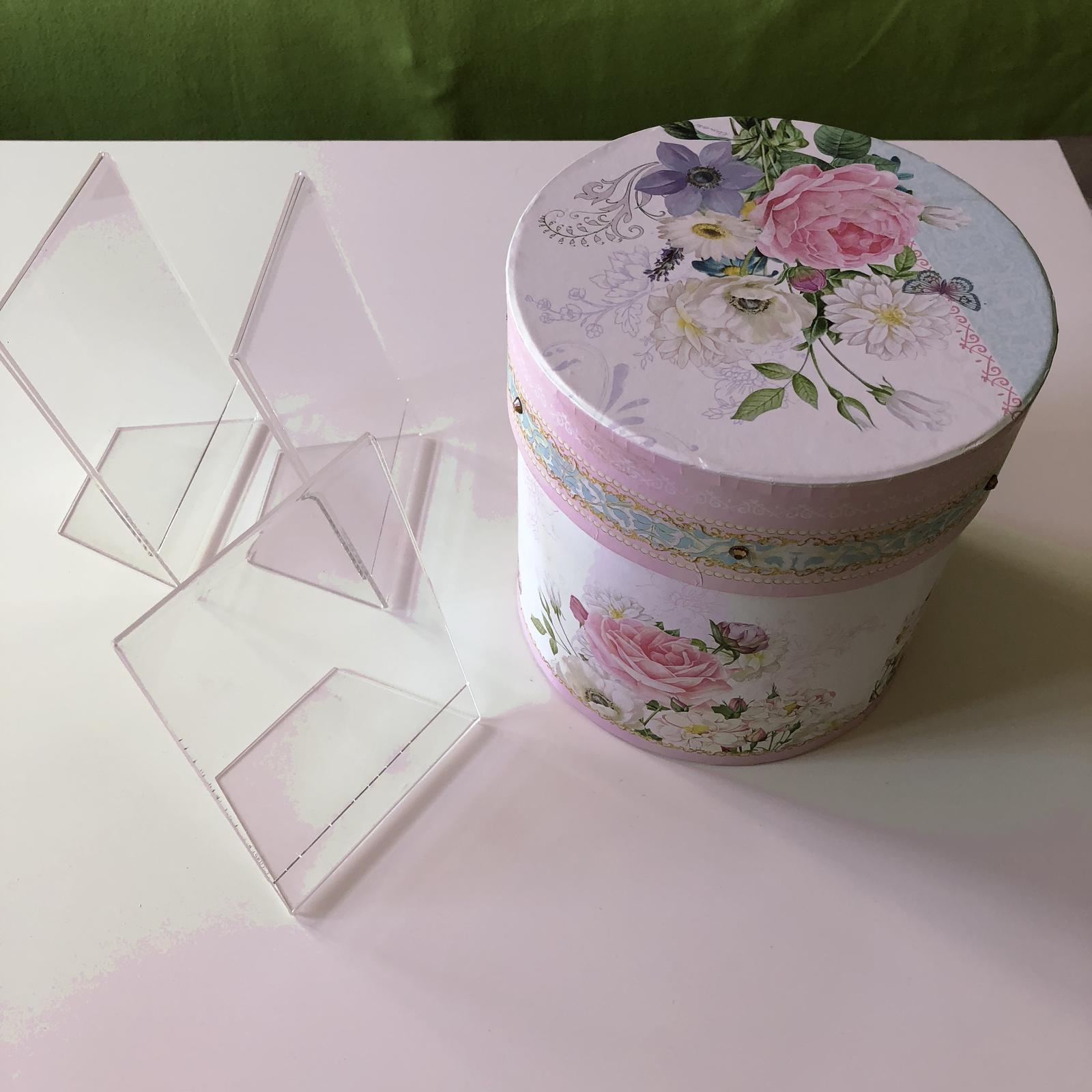 Kulatá romantická krabice - Obrázek č. 2