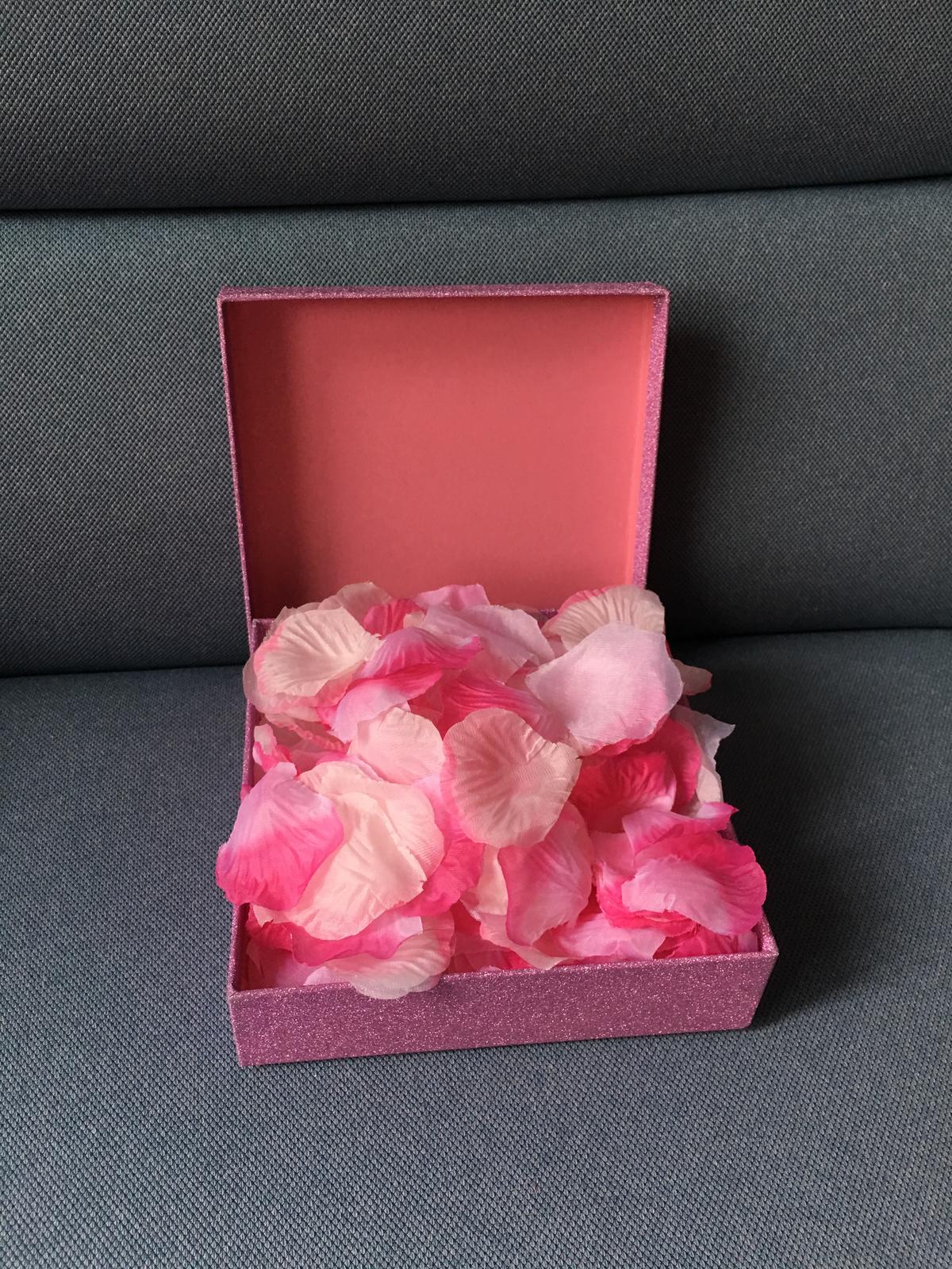 Bílo-růžové plátky růží (mix) - Obrázek č. 2