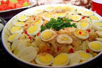 bude i bramborový salát - Kraťáskovo oblíbené jídlo..