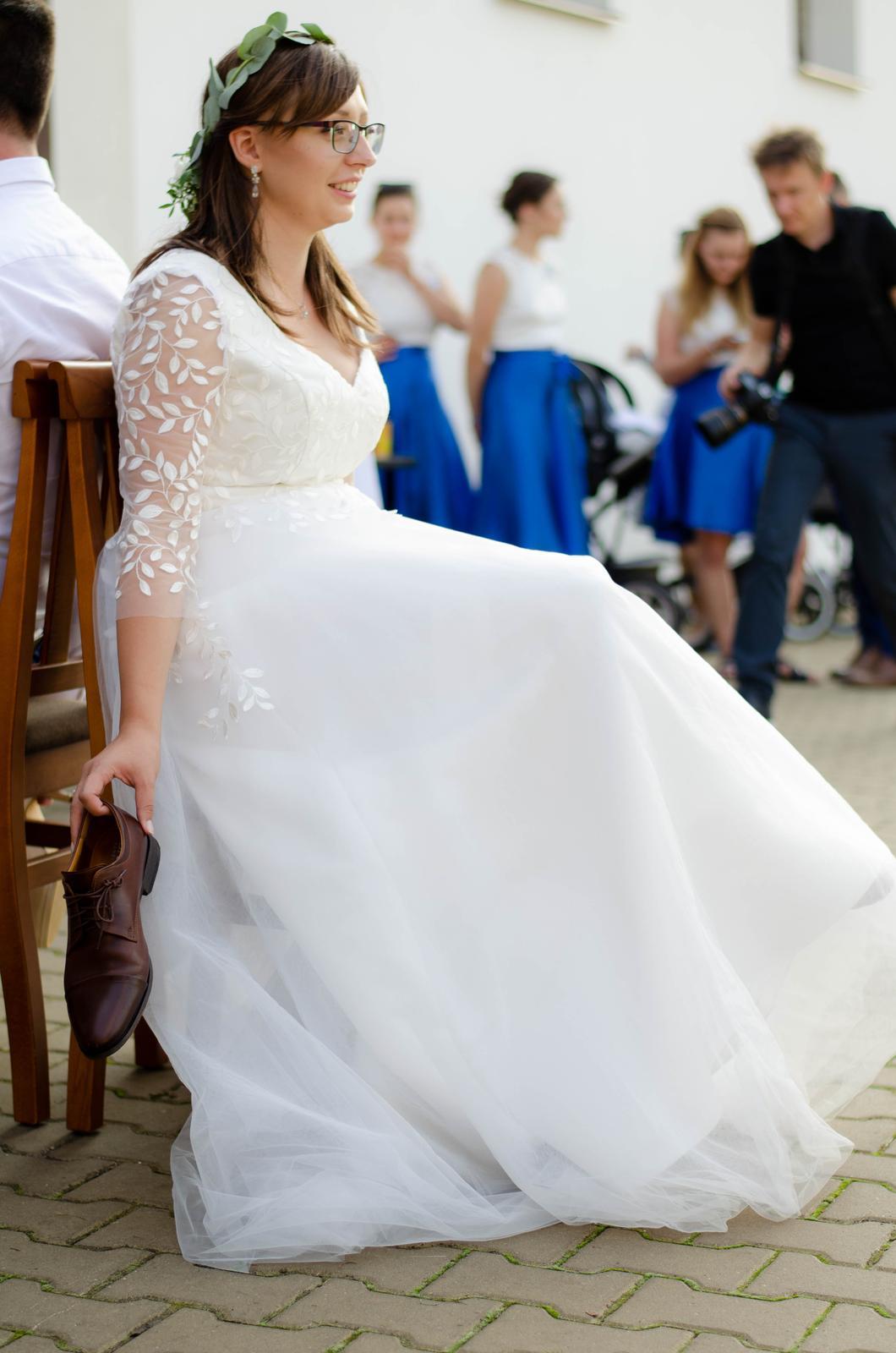 Svatební šaty s lístečky - Obrázek č. 2
