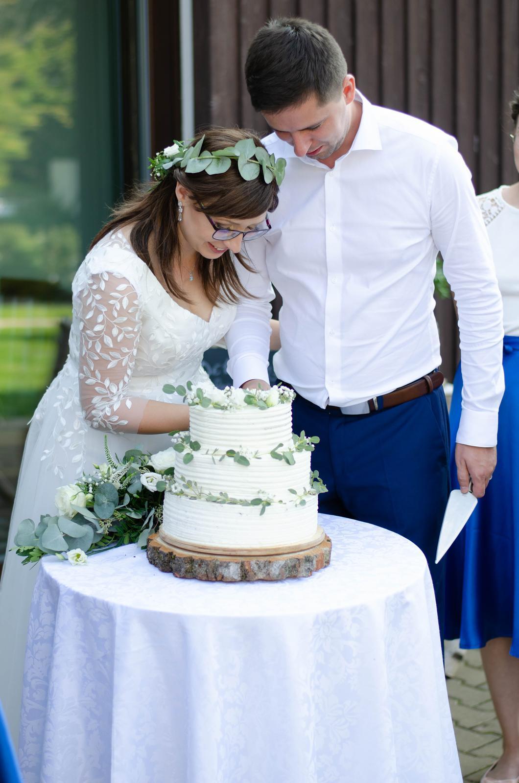 Svatební šaty s lístečky - Obrázek č. 3