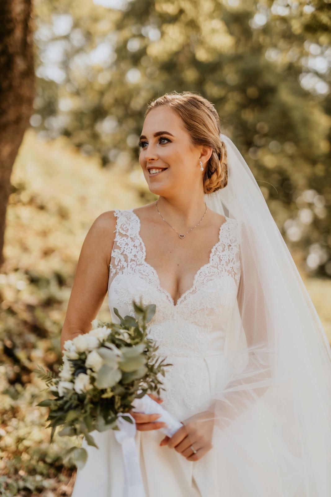 Luxusní saténové svatební šaty - Obrázek č. 3