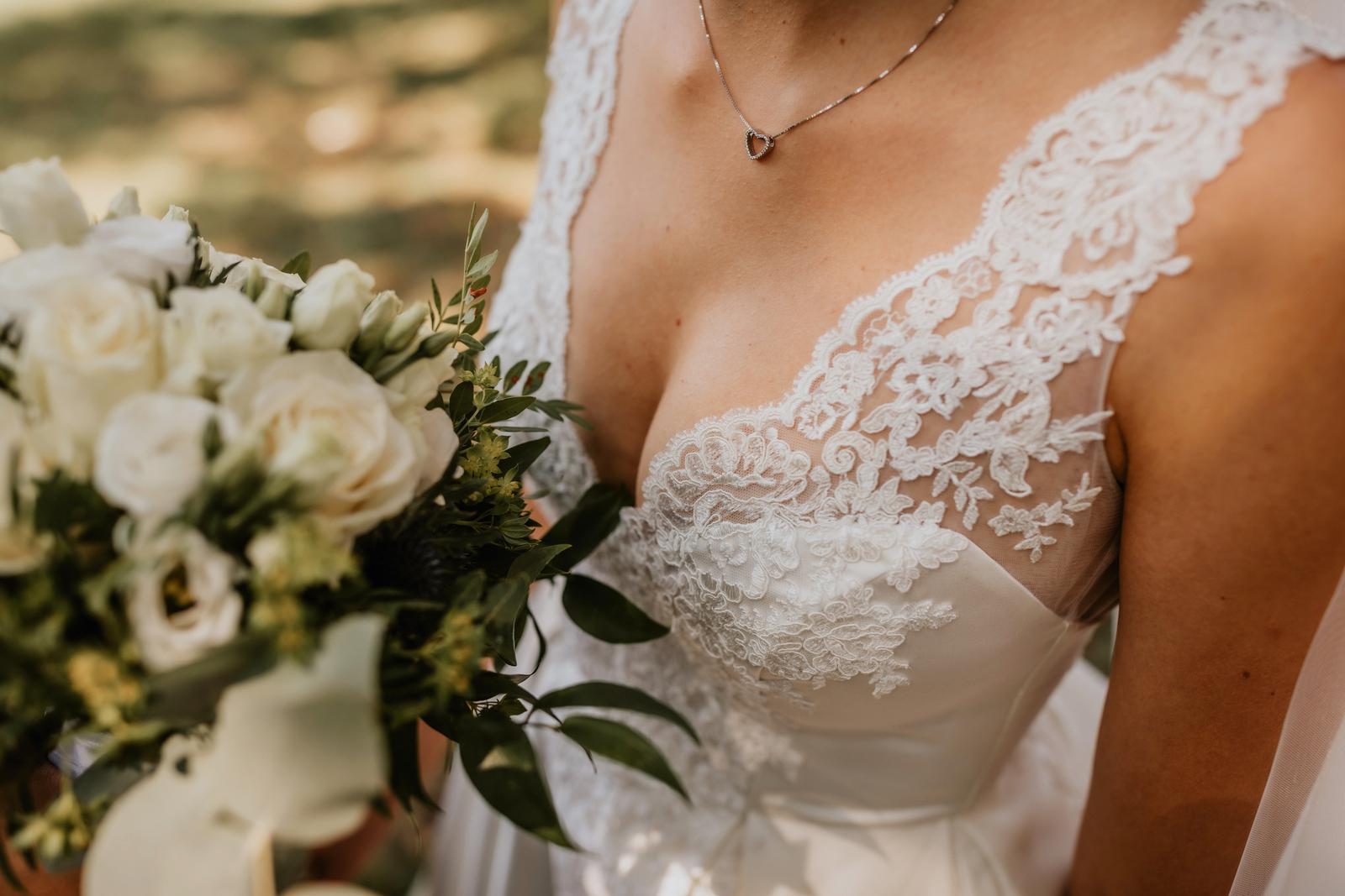 Luxusní saténové svatební šaty - Obrázek č. 4