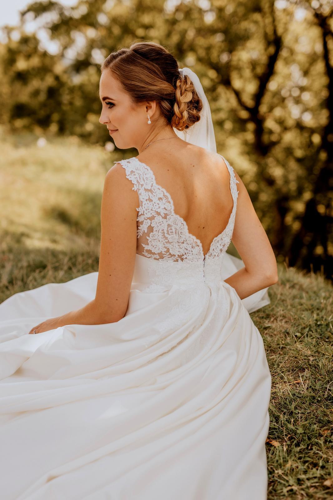 Luxusní saténové svatební šaty - Obrázek č. 1
