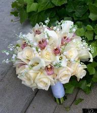 chcela by som orchidei a jasmín príp kombinácia s bielimi ružami