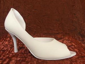 vzhľad topánočiek som si skladala sama - tvar svadobných topánočiek