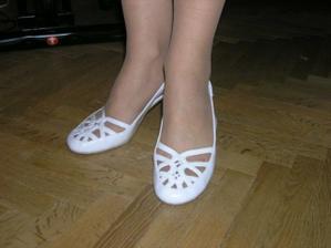 """tak tohle jsou ty slibované """"zajímavé"""" boty (nohy mám ve skutečnosti hezčí :-) )"""
