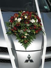 naše krásně vyzdobené autíčko