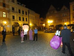 o půlnoci pouštění balonků přání