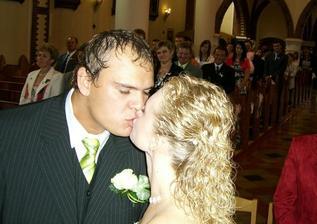 první manželský polibek:-)