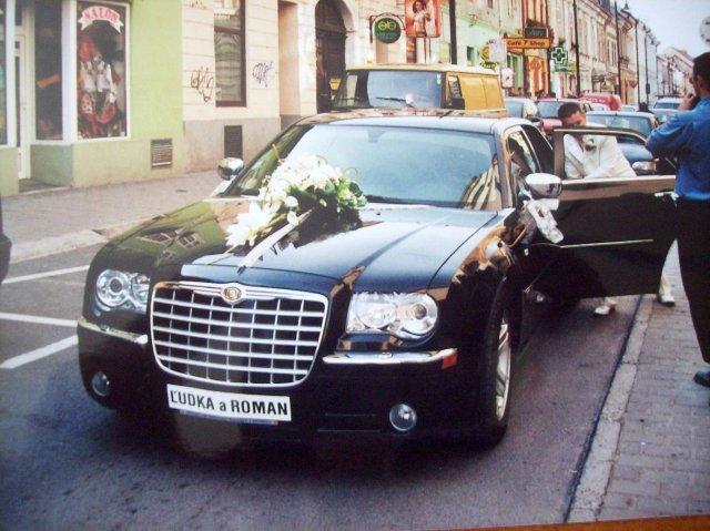 Ľudka Kmecová{{_AND_}}Roman László - svadobné auto