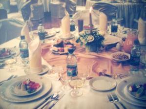 stoly pre hostí