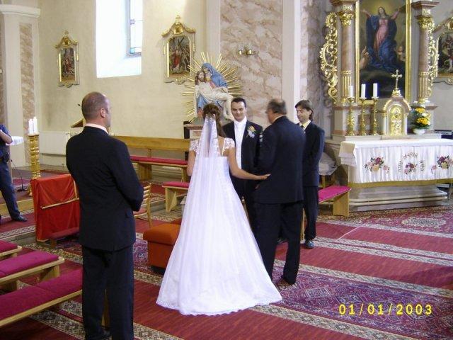 """Magdalena Vallusova{{_AND_}}Petr Jilek - tatko ma """"odovovzdava"""" Petrovi"""
