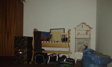 Tady bude jednou obrovská skříň....snad :(