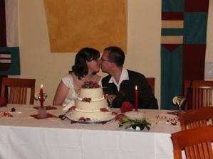 jedna s dortíkem - krásný!
