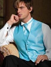Přítelova vestička a kravata, oblek bude tmavě čokoládový