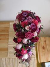 Moje svatební kytice foceno druhý den po svatbě doma