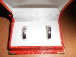 Naše prstýnky. Můj je s 2 brilianty.