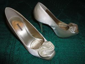 vysoké nebiele topánky z Deichmanna s gelovými vložkami