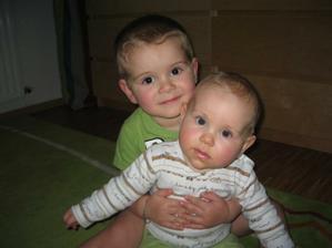 od 9. 6. 2010 (čili přesně na den 3 roky po svatbě) jsme kompletní rodina se dvěma dětmi - Hugo a Anna