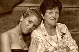 Sestrička s maminkou