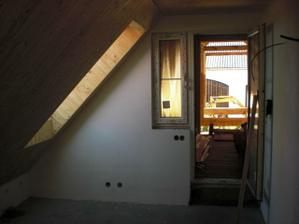 Ložnice a dveře na terasu