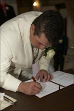 Stvrzeno podpisem 1