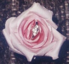 ..to je můj zásnubní prstýnek
